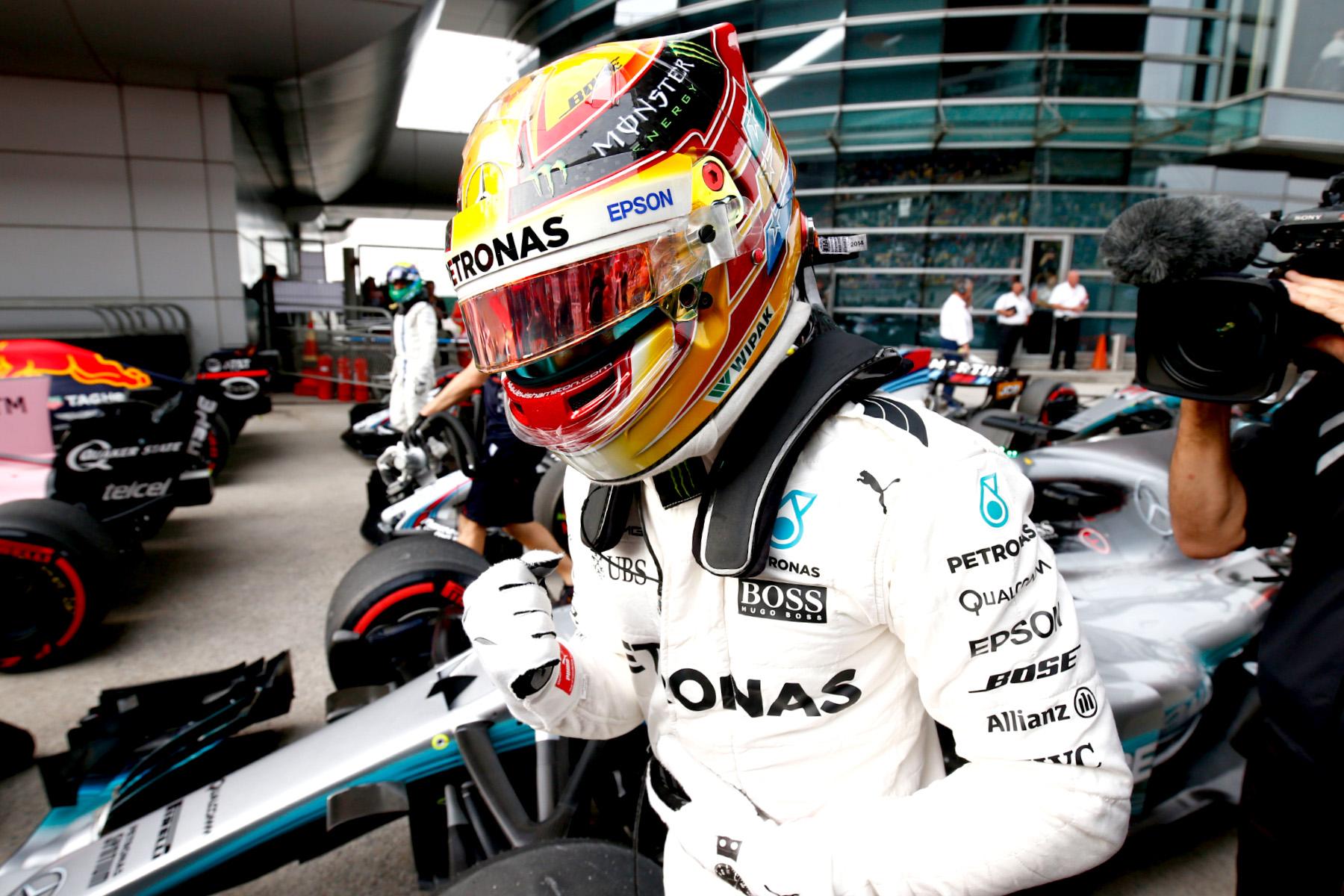 Hamilton steals pole in China