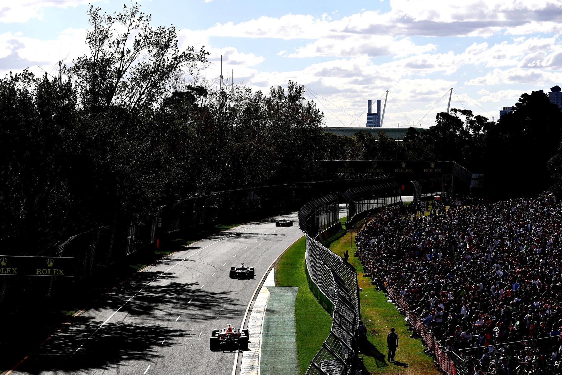 Cars on track in the 2018 Australian Grand Prix.