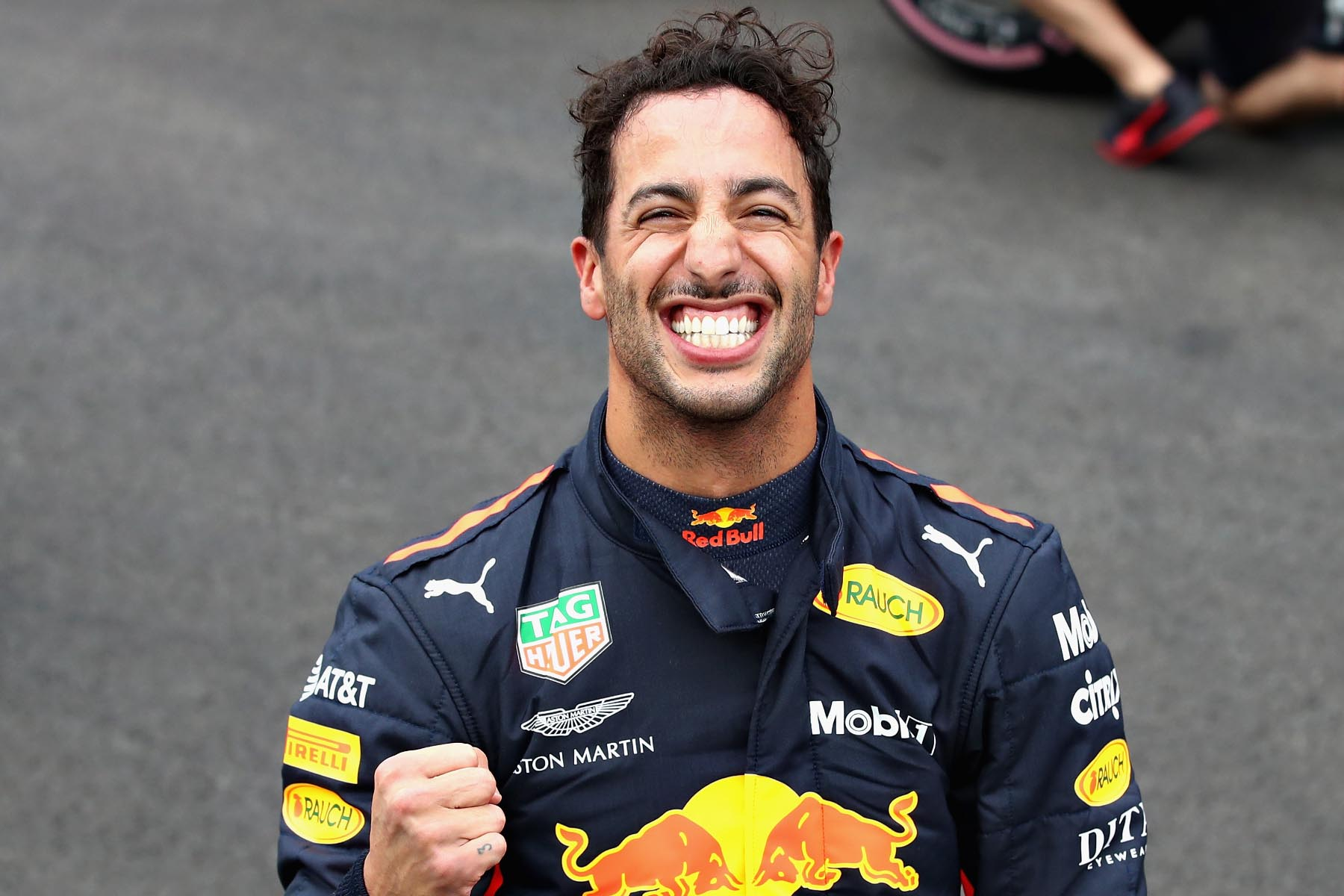 Daniel Ricciardo celebrates pole at the 2018 Mexican Grand Prix.